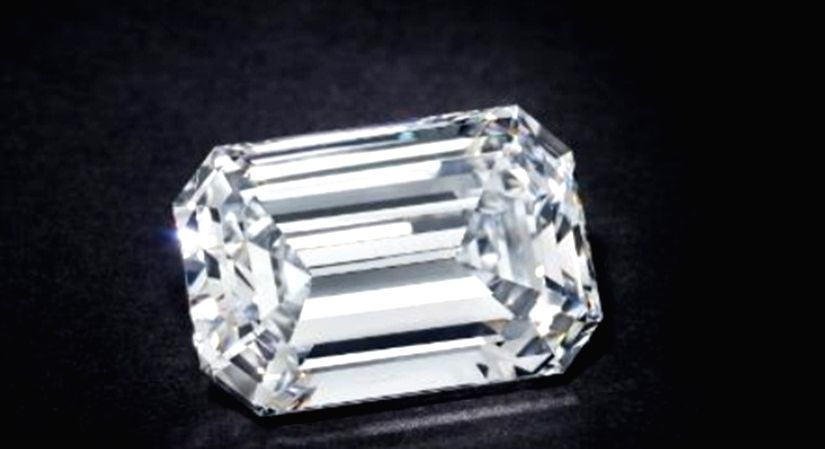 Christie's achieves record price for jewel sold in online.
