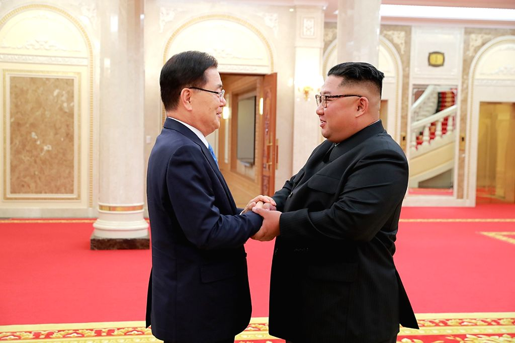 :Chung Eui-yong (L), top national security adviser of the Blue House of South Korea, meets with Kim Jong Un, top leader of the Democratic People's Republic of ...