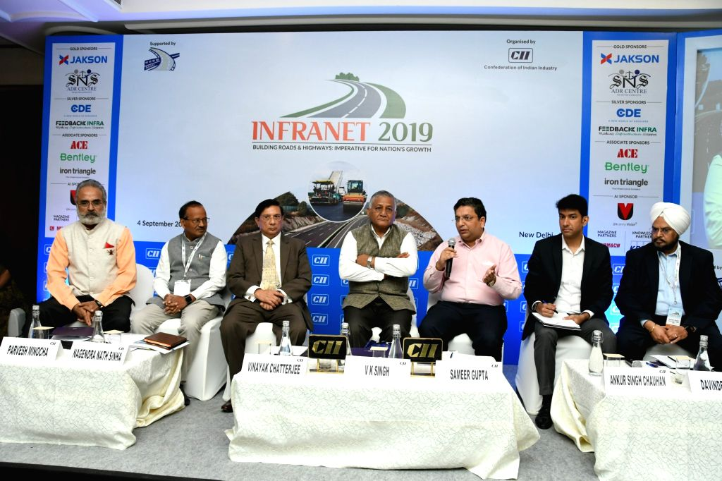 CII Northern Region Committee and CII INFRANET 2019 Chairman Parvesh Minocha, National Highways Authority of India Chairman Nagendra Nath Sinha, Union MoS Road Transport and Highways Gen ... - Nagendra Nath Sinha, V. K. Singh and Sameer Gupta