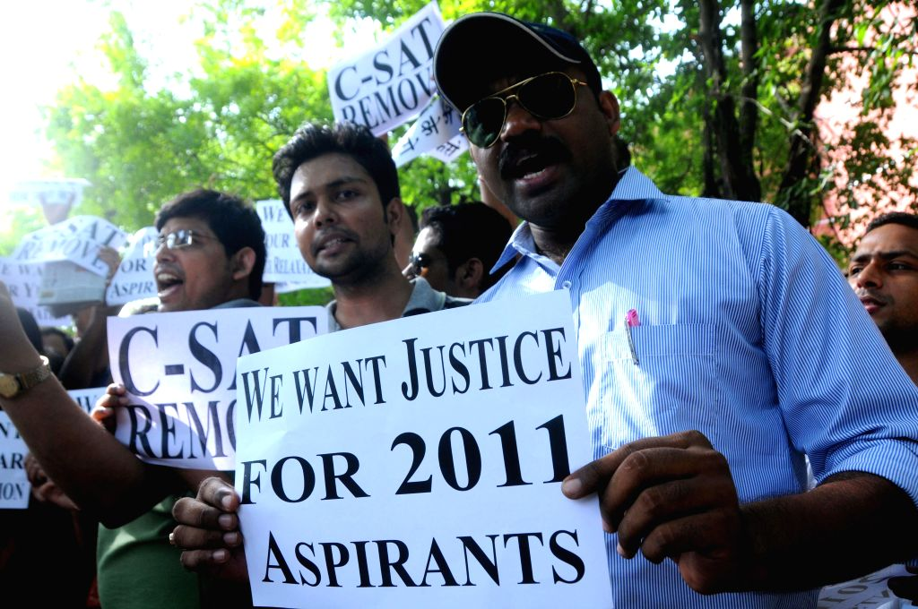 Civil Service aspirants protest outside Union Home Minister Rajnath Singh's residence to press for age relaxation and removal of C-SAT exams in New Delhi on June 20, 2014. - Rajnath Singh
