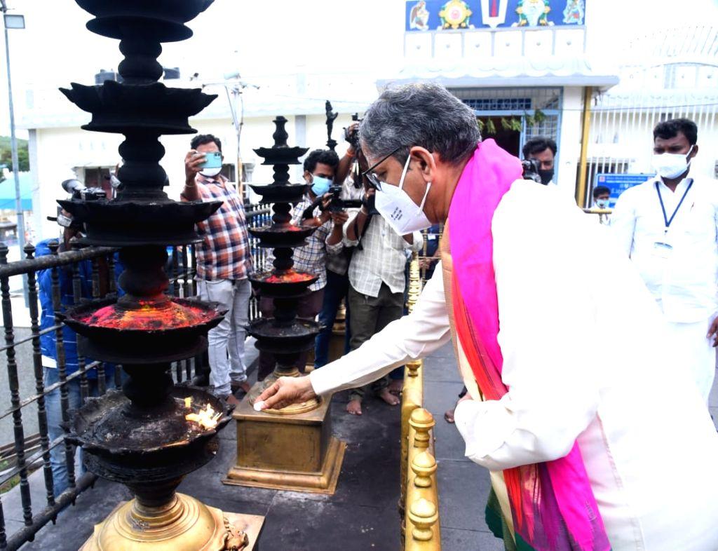 CJI NV Ramana worships at Tirupati temple