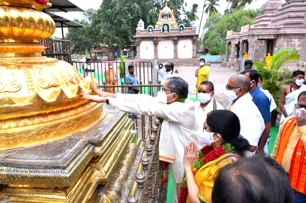 CJI visits Srisailam Bhramaramba Mallikarjuna temple.