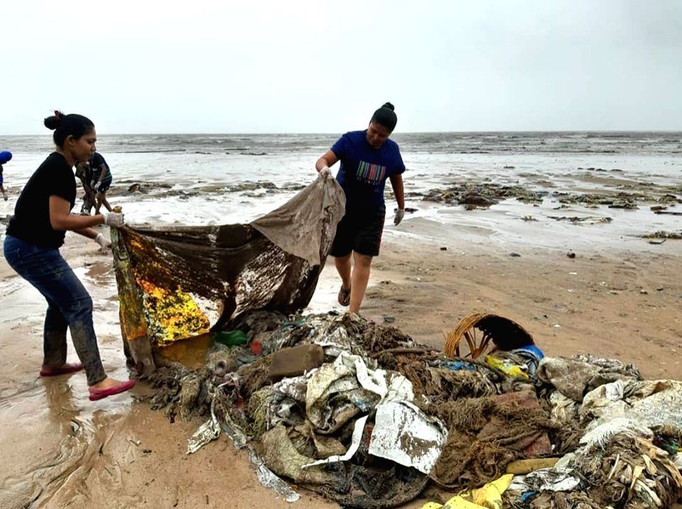 Cleanup at Madh Beach by Beach Warriors. (Source: Facebook)