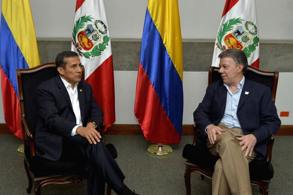 Colombian President Juan Manuel Santos (R) meets with his Peruvian counterpart Ollanta Humala in the framework of the Second Binational Presidential and Cabinet ...