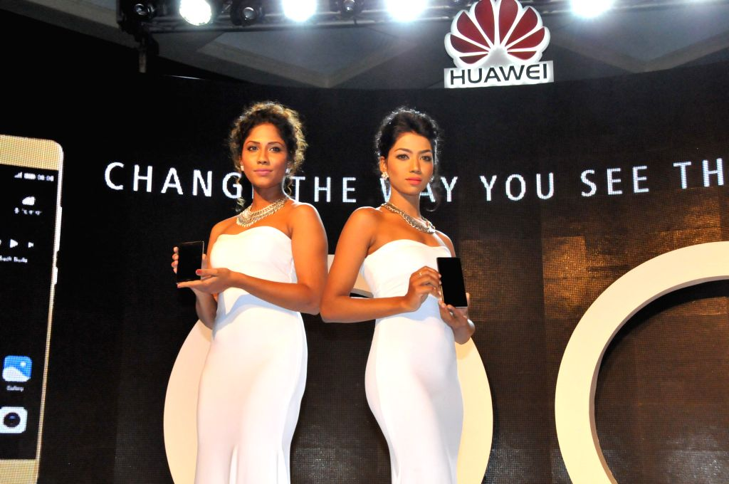 COLOMBO, June 25, 2016 - Models show the P9 and P9 lite at the launch conference in Colombo, Sri Lanka, on June 24, 2016. Huawei launched the P9 and P9 lite smartphone at a gala event held in ...
