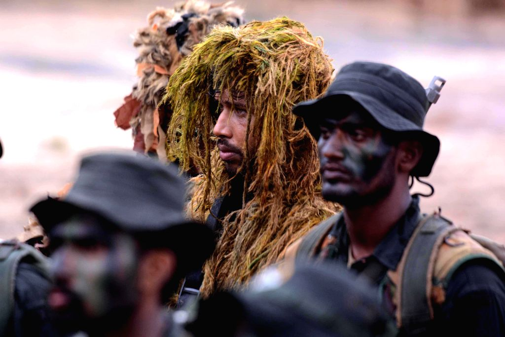 """COLOMBO, Sept. 23, 2019 (Xinhua) -- Participants attend the """"Exercise Cormorant Strike X-2019"""" in Kuchchveli, Sri Lanka, on Sept. 23, 2019. The """"Exercise Cormorant Strike X-2019"""" organized by the Sri Lanka Army was concluded on Monday. (Photo by Gaya"""