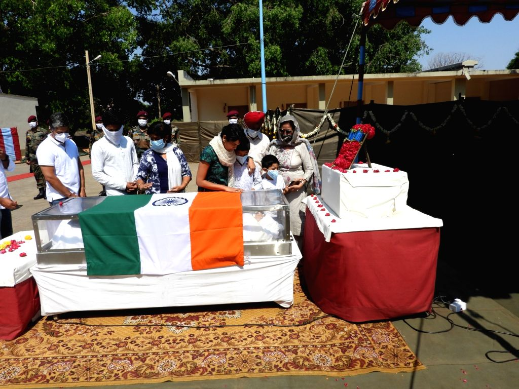 Colonel Bal cremated with military honours in Bengaluru.