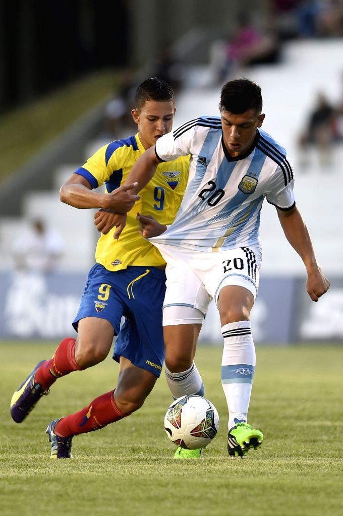 The player Facundo Monteseirin (R) of Argentina, vies for the ball with Miguel Parrales (L) of Ecuador, during the first phase match of the 2015 South American U-20
