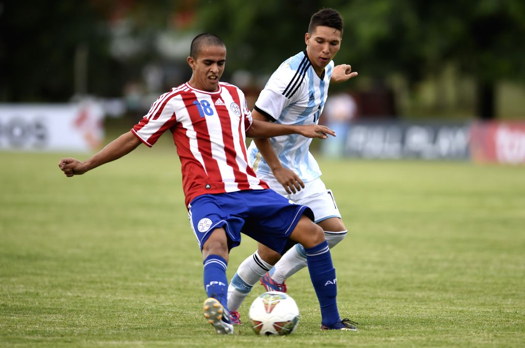Player Tomas Martinez (R) of Argentina vies the ball with Enrique Araujo of Paraguay during the match of the South american U20 tournament, held in the Alberto ...
