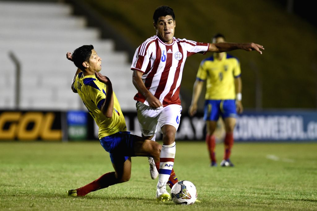 Angel Benitez (R) of Paraguay vies with Darwin Suarez of Ecuador during a match at the South American U-20 tournament in Colonia, Uruguay, on Jan. 20, 2015. ...