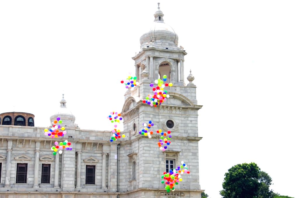 "Colorful balloons released by people to campaign during ""Swachhta Pakhwada"" at Victoria Memorial in Kolkata on Sept 16, 2017."