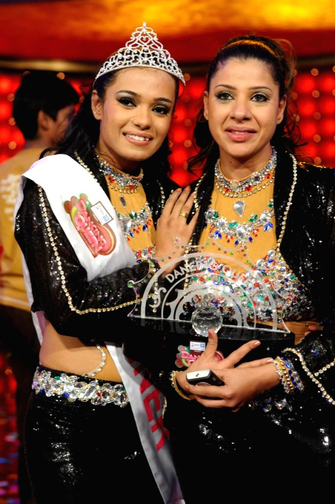 Colors Dancing Queen winner Shamaayal with mentor Sambhavna Seth at the grand finale.