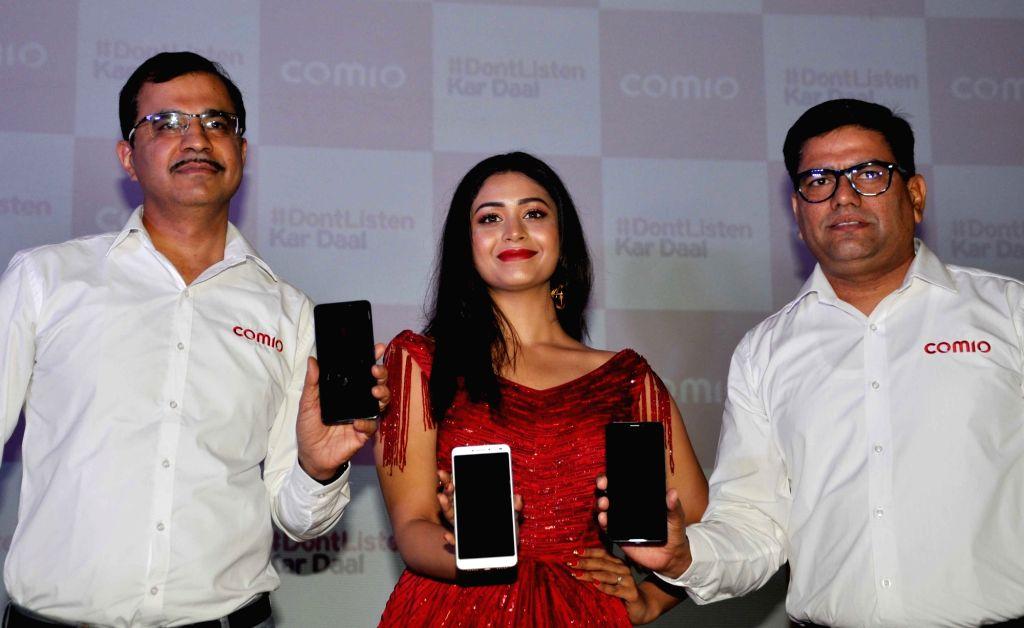 Comia India CEO and Director Sanjay Kumar Kalirona and Chief Marketing Officer Sumit Sehgal with actress Ritabhari Chakraborty at the launch of Comio X1 Note smartphone, in Kolkata on May ... - Ritabhari Chakraborty and Sanjay Kumar Kalirona