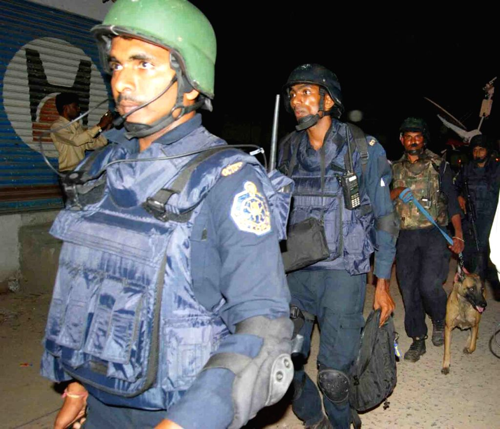 Commandos of Telangana Police's anti-terror squad - Organisation for Counter-terror Operations (Octopus) search for armed suspects at Happy Homes Towers  in Hyderabad on July 5, 2017. ...