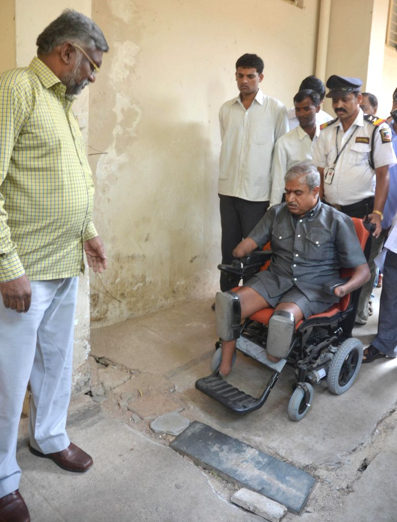Commissioner for disabled KS Rajanna visit to Victoria Hospital for inspection in Bangalore on May 3, 2014.