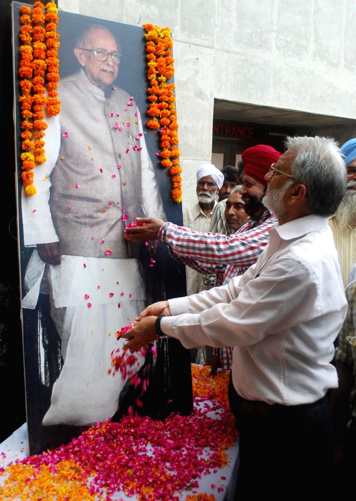 Communist Party of India-Marxist (CPI-M) activists paying tribute to 100th birth anniversary of former West Bengal Chief Minister Jyoti Basu during a special programm in Amritsar August 14, 2013. ... - Jyoti Basu