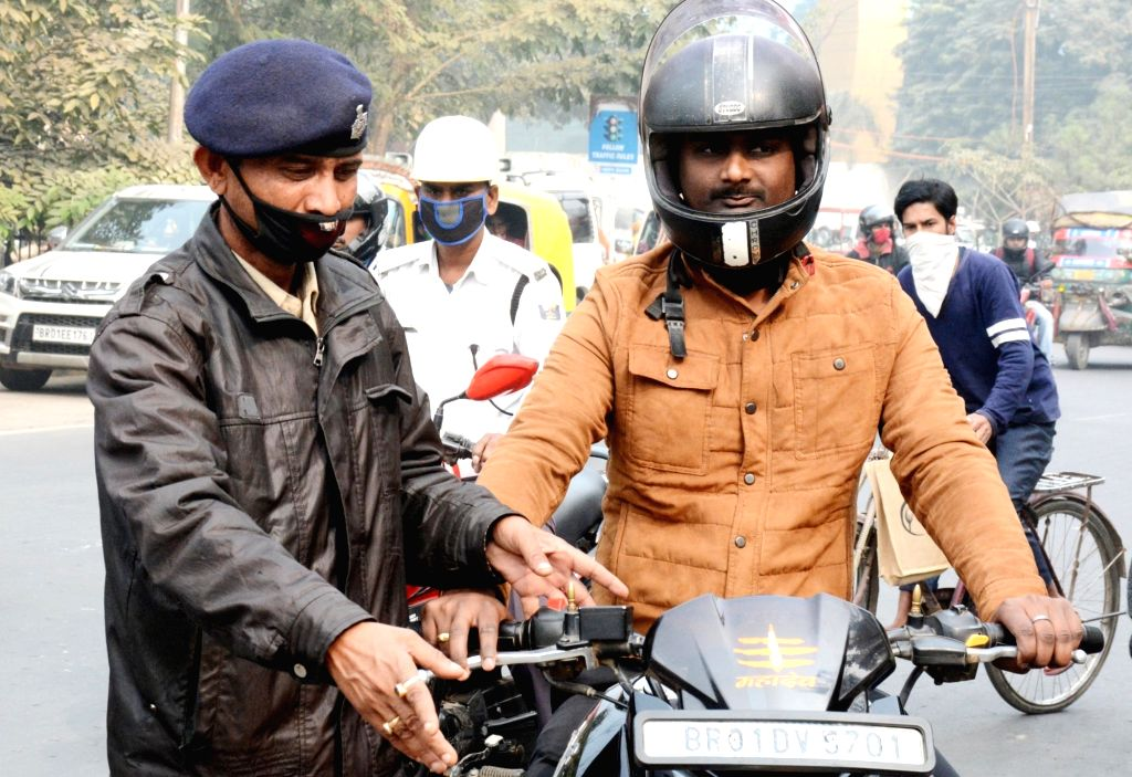 Commuters without masks being intercepted and penalised by the police amid COVID-19 pandemic in Patna on Dec 5, 2020.