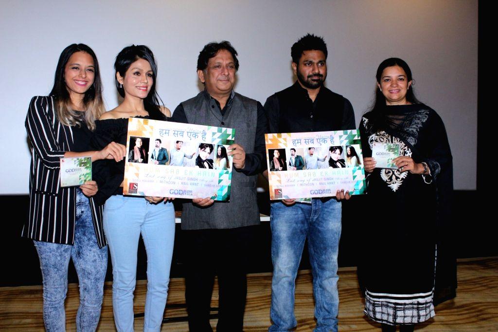 "Composer Mithoon and singer Sonu Kakkar during the launch of late Jagjit Singh's last song ""Hum Sab Ek Hain"" in Mumbai on Aug 14, 2017. - Jagjit Singh"