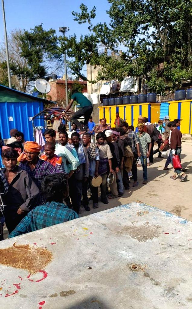 Condition of food distribution at Dandi Park, Kashmiri Gate and Yamuna Bazar night shelters.