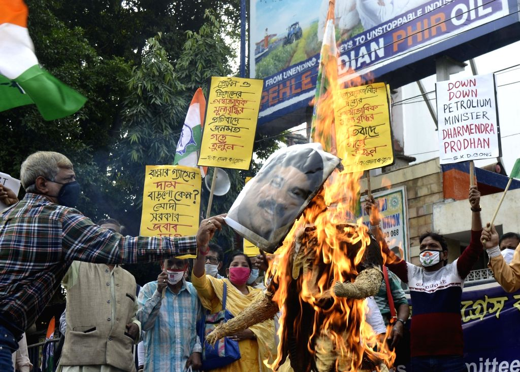 Congress activists protest against hike in fuel prices in front of Indian Oil Bhavan in Kolkata on Dec 4, 2020.