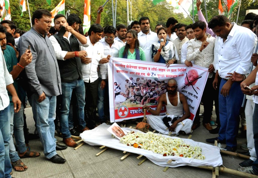Congress activists stage a demonstration against RSS chief Mohan Bhagwat over his statement that RSS could raise an army in three days; in Nagpur on Feb 14, 2018.