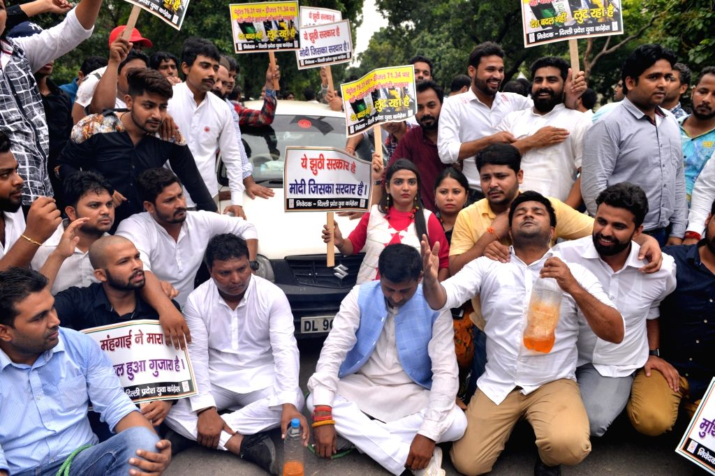 Congress activists stage a demonstration against hike in the prices of petrol and diesel, in New Delhi on Sept 4, 2018.