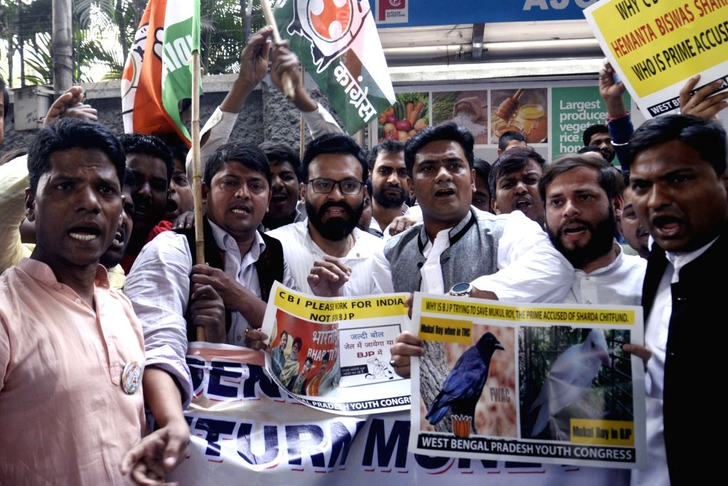 Congress activists stage a demonstration against the chit fund scam, at Nizam Palace in Kolkata, on Feb 7, 2019.