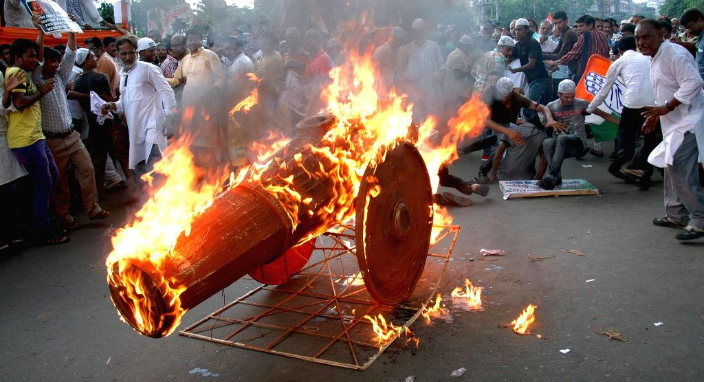 Congress activists take part in a protest rally against Israeli attacks on Gaza in Kolkata on Aug 9, 2014.