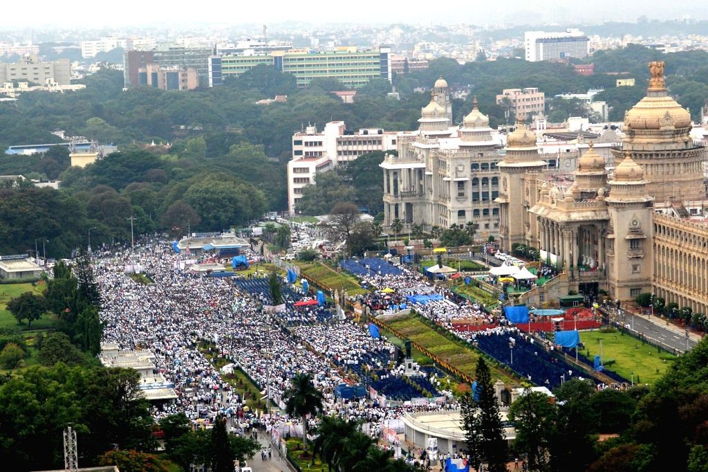 Congress and JD-S supporters gather outside Vidhana Soudha ahead of Janata Dal-Secular (JD-S) leader H.D. Kumaraswamy's swearing-in as the 25th Chief Minister of Karnataka, in Bengaluru on ...