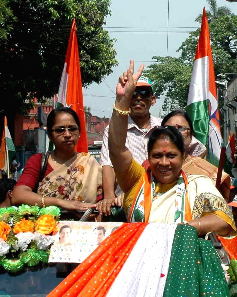 Congress candidate for 2014 Lok Sabha Election from South Kolkata parliamentary constituency, Mala Roy arrives to file her nomination papers in Kolkata on April 24, 2014.