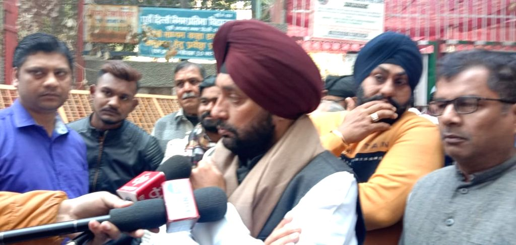 Congress candidate from Gandhi Nagar Arvinder Singh Lovely, talks to the media after casting his vote for the Delhi Assembly elections 2020, on Feb 8, 2020.