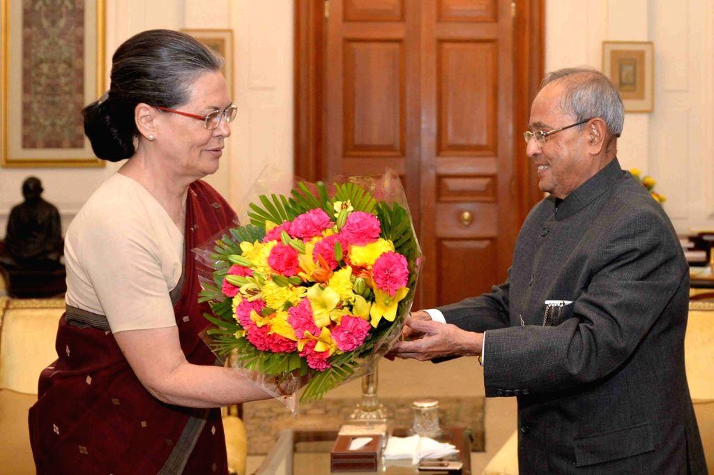 Congress chief Sonia Gandhi calls on President Pranab Mukherjee at Rashtrapati Bhavan in New Delhi, on Nov 2, 2015. - Pranab Mukherjee