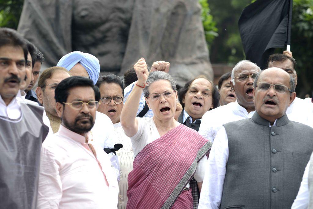 Congress chief Sonia Gandhi, JD(U) general secretary KC Tyagi, JD (U) chief Sharad Yadav, former prime minister Manmohan Singh, Leader of the Congress parliamentary party in Lok Sabha ... - Manmohan Singh, Sonia Gandhi and Sharad Yadav