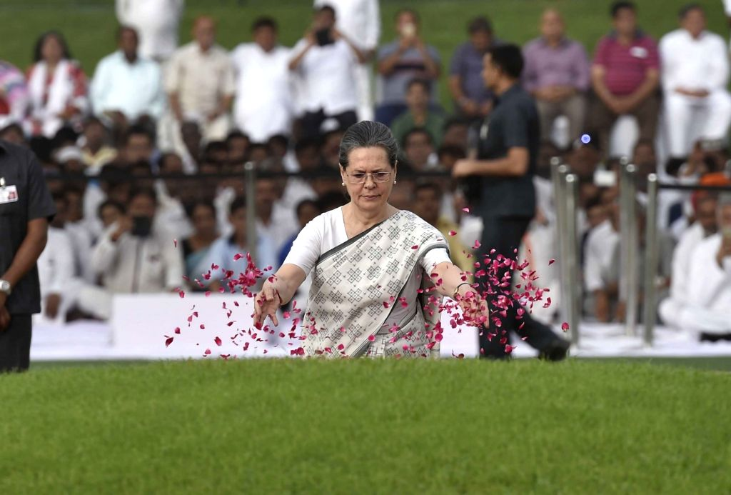 Congress chief Sonia Gandhi pays tribute to Jawaharlal Nehru on his death anniversary in New Delhi, on May 27, 2016. - Sonia Gandhi