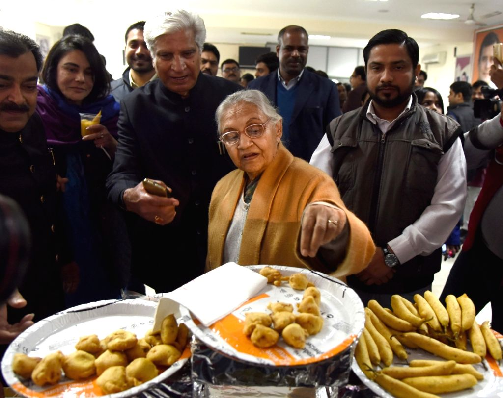 Congress' Delhi unit chief Sheila Dikshit along with party leaders during a lunch hosted by her for the media at DPCC office, in New Delhi on Feb. 2, 2019. - Sheila Dikshit