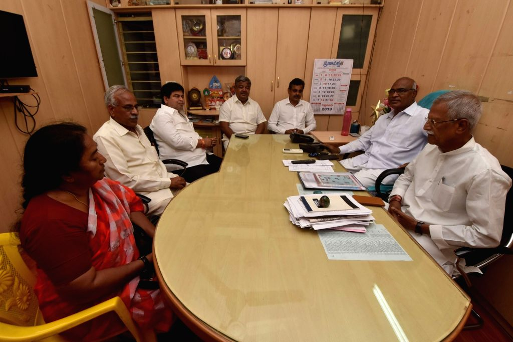 Congress ers G. Narayan Reddy, Kodanda Reddy, Vishveshwar Reddy and CPI leader Chada Venkat Reddy during a meeting regarding Huzurnagar by-election, in Hyderabad on Sep 30, 2019. - Kodanda Reddy, Vishveshwar Reddy and Chada Venkat Reddy