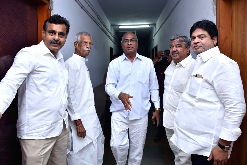 Congress ers G. Narayan Reddy, Kodanda Reddy, Vishveshwar Reddy and CPI leader Chada Venkat Reddy arrive for a meeting regarding Huzurnagar by-election, in Hyderabad on Sep 30, 2019. - Kodanda Reddy, Vishveshwar Reddy and Chada Venkat Reddy
