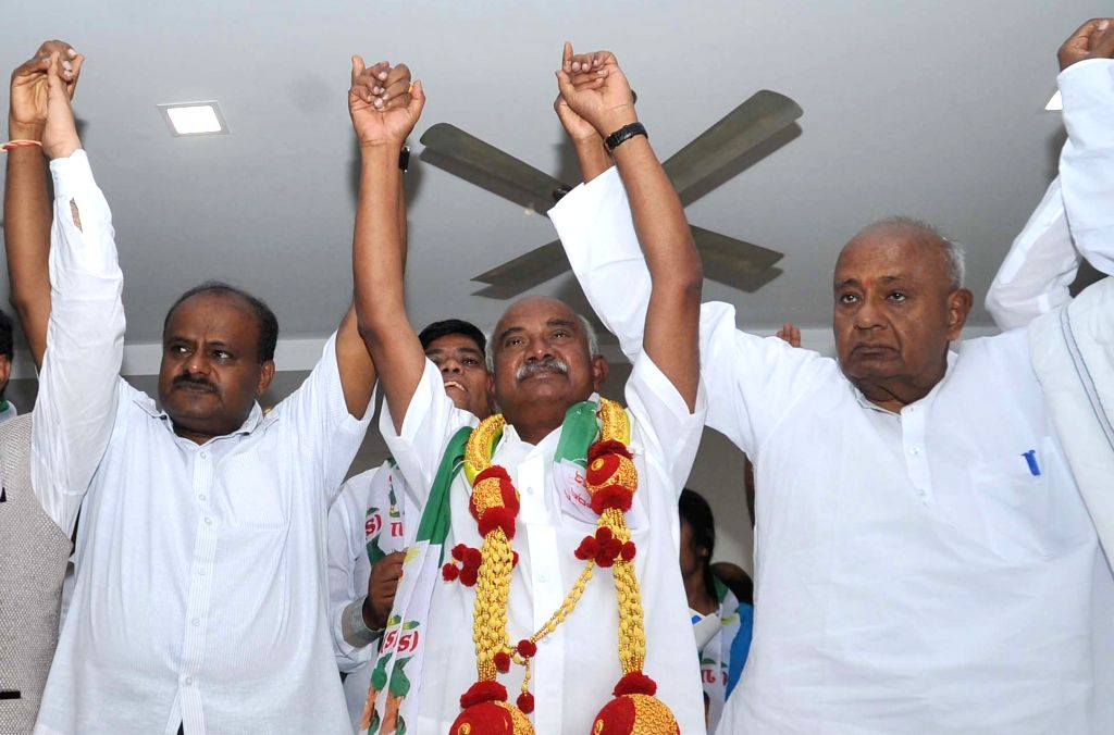 Congress Former Minister and Former MP Vishwanath joined JD(S) party at party office, also seen are JD(S) Supremo HD Devegowda and JD(S) State President HD Kumarswamy and others, in ...