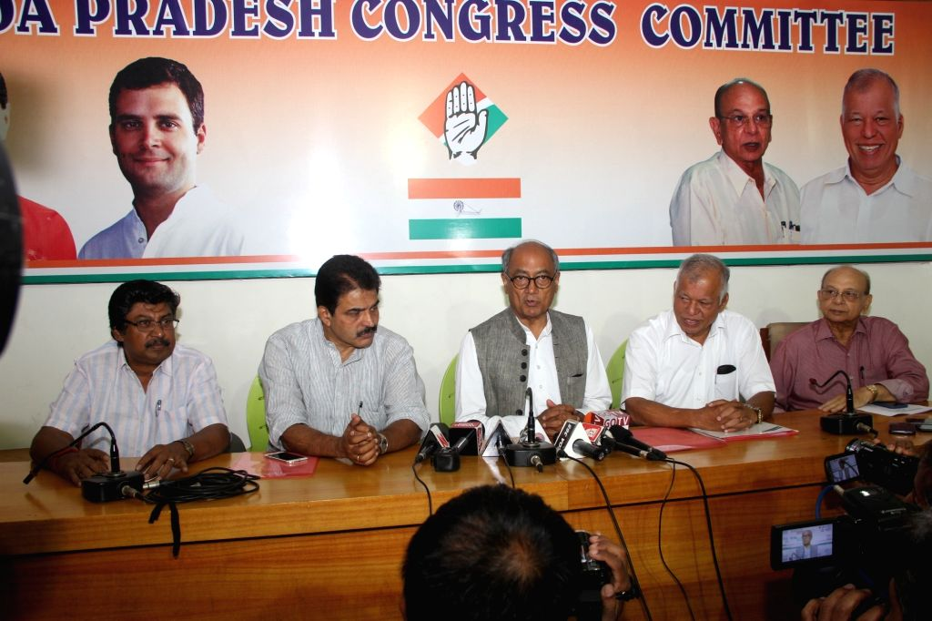 Congress General Secretary Digvijay Singh with state Congress leaders briefing media at Congress House in Panaji on March 12, 2017.