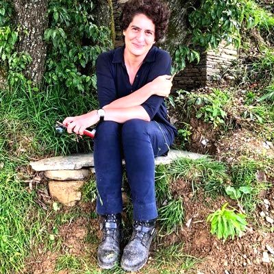 Congress General Secretary Priyanka Gandhi Vadra's change of display picture on Twitterfrom a sari-clad look to one in a pair of jeansgot the social media world talking.