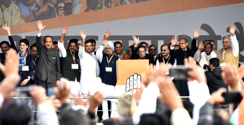 Congress General Secretary Priyanka Gandhi Vadra, Madhya Pradesh Chief Minister Kamal Nath, party leaders Ghulam Nabi Azad, KC Venugopal, Rahul Gandhi, Manmohan Singh, Sonia Gandhi, R. C. ... - Kamal Nath, Rahul Gandhi, Manmohan Singh and Sonia Gandhi