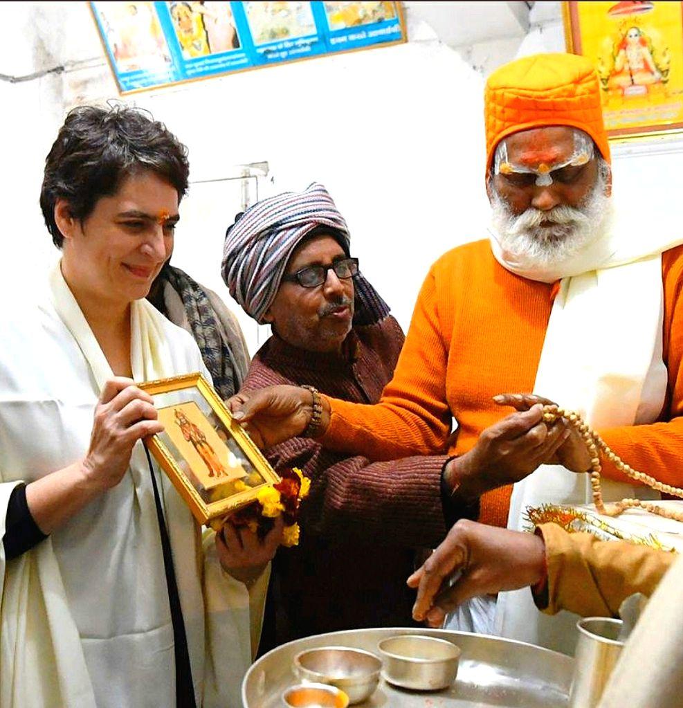 Congress General Secretary Priyanka Gandhi Vadra offers prayers at the Sant Shiromani Guru Ravidas Temple at Rajghat in Varanasi on Jan 10, 2020.
