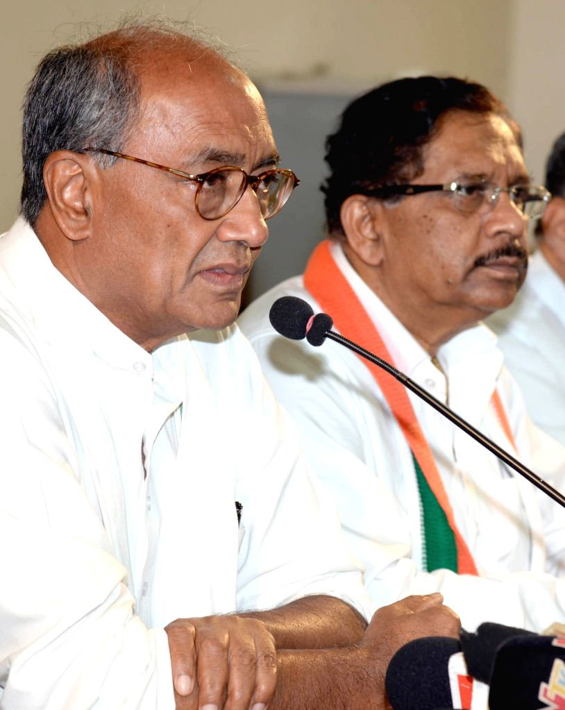 Congress GS Digvijay Singh and G Parameshwara during a press conference in Bengaluru, on Aug 14, 2015. - Digvijay Singh
