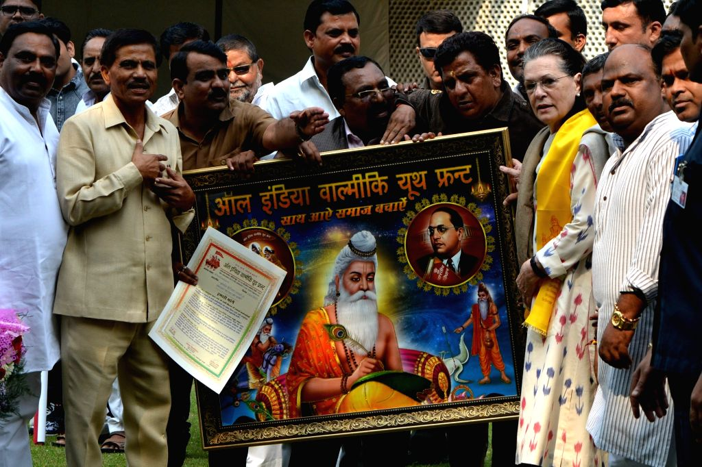 Congress Interim President Sonia Gandhi being presented a portrait during the inauguration of Valmiki Rath Yatra on the occasion of Valmiki Jayanti in New Delhi, on Oct 13, 2019. - Sonia Gandhi