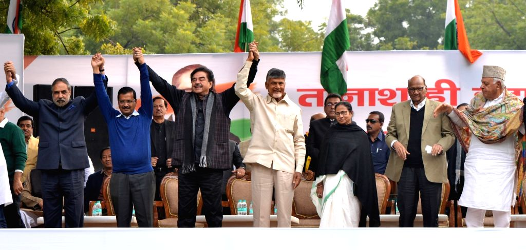 Congress leader Anand Sharma, Delhi Chief Minister and AAP leader Arvind Kejriwal, actor turned politician Shatrughan Sinha, Andhra Pradesh Chief Minister and TDP supremo N. Chandrababu ... - Anand Sharma, Arvind Kejriwal, Shatrughan Sinha, N. Chandrababu Naidu and Mamata Banerjee