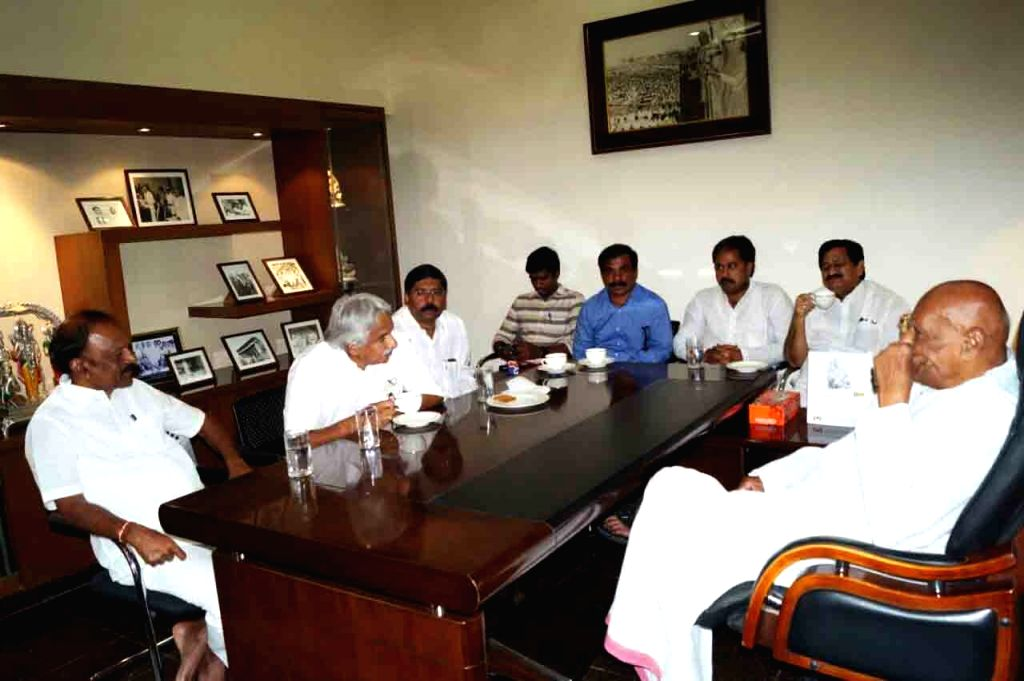 Congress leader and former Chief Minister Oommen Chandy meets party leader and former Tamil Nadu Governor K. Rosaiah at his residence, in Hyderabad on July 1, 2018. Also seen Andhra ... - Oommen Chandy and N. Raghuveera Reddy