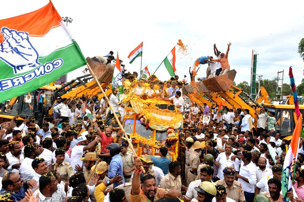 Congress leader D.K. Shivakumar being accorded a warm welcome by party workers on his return to Bengaluru, Karnataka nearly two months after he flew to Delhi on being summoned by the ...