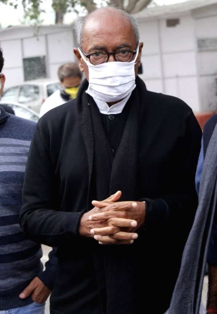 Congress leader Digvijaya Singh arrives to pay tributes to party party veteran Ahmed Patel who passed away at 3.30 am in a Gurugram hospital following Covid-19 complications, in New Delhi ... - Digvijaya Singh and Ahmed Patel