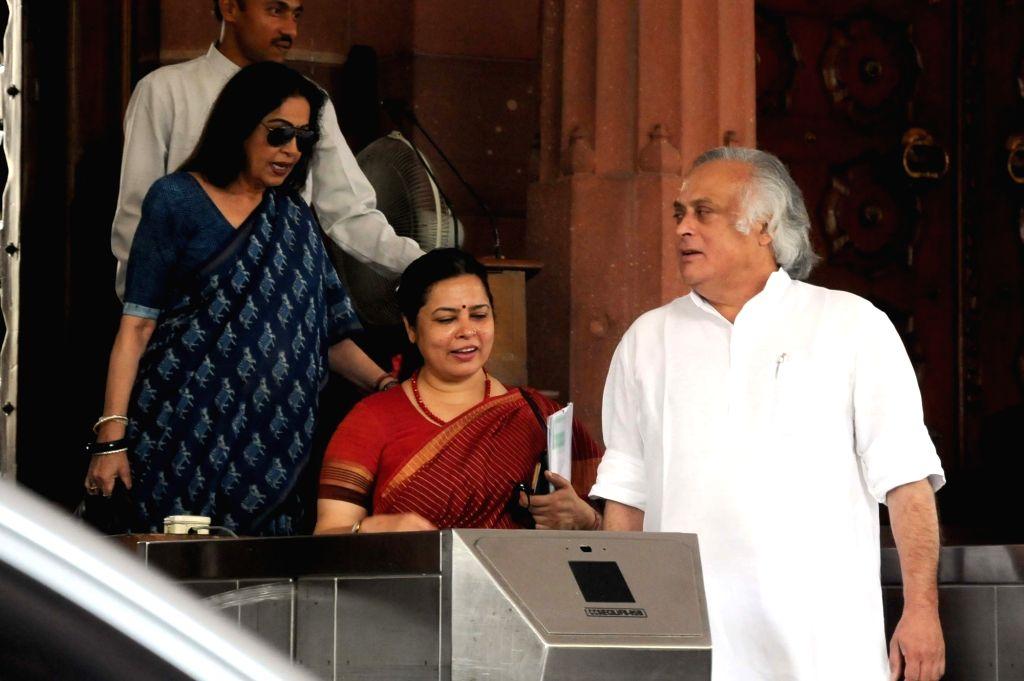 Congress leader Jairam Ramesh, BJP MPs Kiron Kher and Meenakshi Lekhi at Parliament in New Delhi, on July 22, 2016. - Kiron Kher