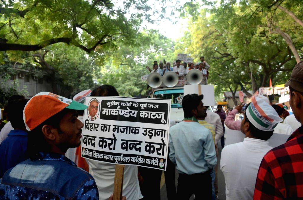 Congress leader Mahabal Mishra stage a demonstration against former Supreme Court judge Markandey Katju at Jantar Mantar in New Delhi on Sept 30, 2016. Katju had posted a sarcastic comment ... - Mahabal Mishra